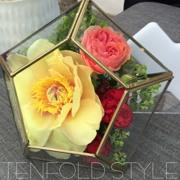 Gold Geo Terrarium with flowers Tenfold Style
